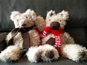 Zwei Teddybären zu Weihnachten